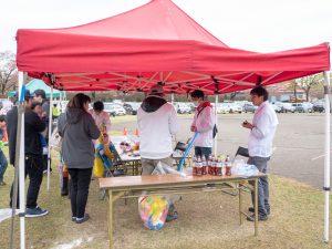 風船で色々な形の物を作るバルーンアート